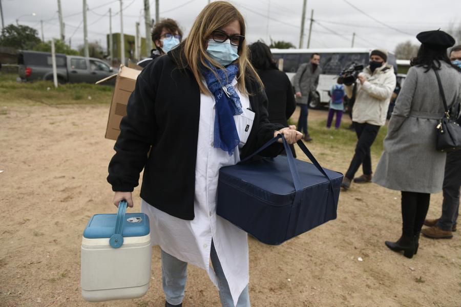 Vacunatorio móvil contra el covid-19 en barrio 1° de Mayo