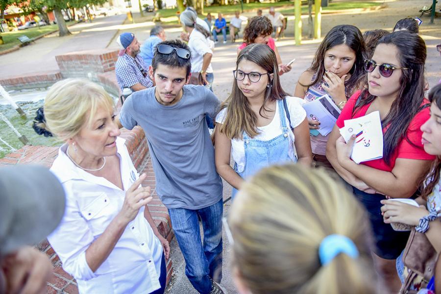 Carolina visita Tala para charlar con jóvenes frenteamplistas