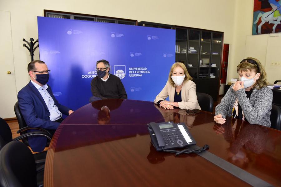 Reunión junto al rector de la Universidad de la República, Rodrigo Arim